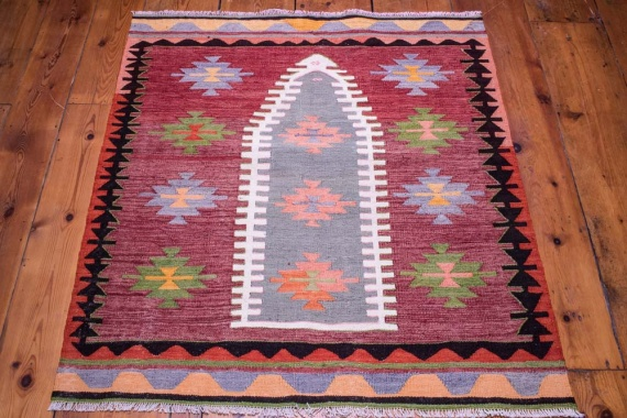 9095 Vintage Turkish Kilim Rug - Isparta 102x116cm