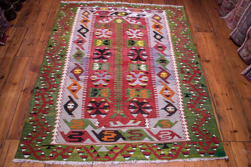 9061 Vintage Turkish Kilim Rug - Esme 131x163cm (4.3½ x 5.4ft)