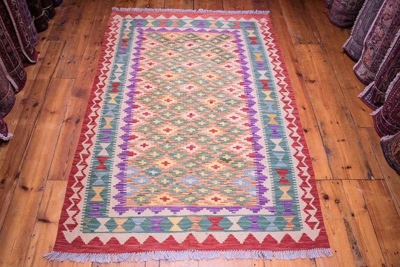 9118 Afghan Kilim Rug - Vegetable Dyed 121x178cm (3.11½ x 5.10ft)