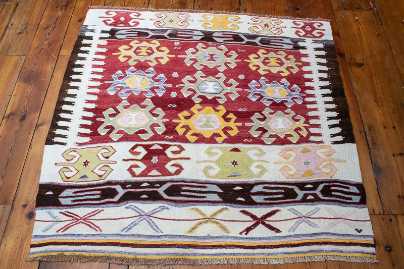 9425 Vintage Turkish Kilim Rug - Afyon 118x123cm (3.10½ x 4.0½ft)
